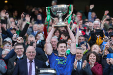 Diarmuid O'Connor lifts the trophy 31/3/2019