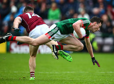 Damien Comer with a shoulder tackle on Diarmuid O'Connor 11/6/2017