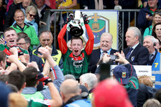 Ryan O'Donoghue lifts the trophy 17/6/2018