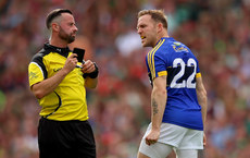 Darran O'Sullivan argues with referee David Gough after being black carded 26/8/2017